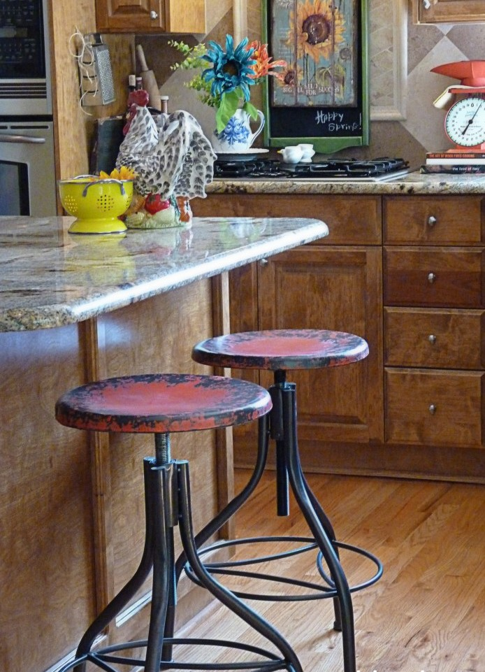 Charmant Extremely Adjustable Vintage Metal Bar Stools Together With Wooden Kitchen  Bar With Marble Countertop Plus Hardwood