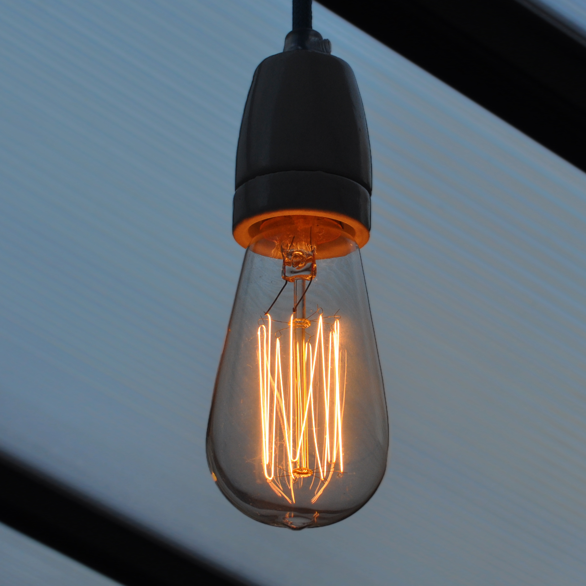 Old Fashioned Light Bulb For Classy Industrial Interior Feeling Homesfeed