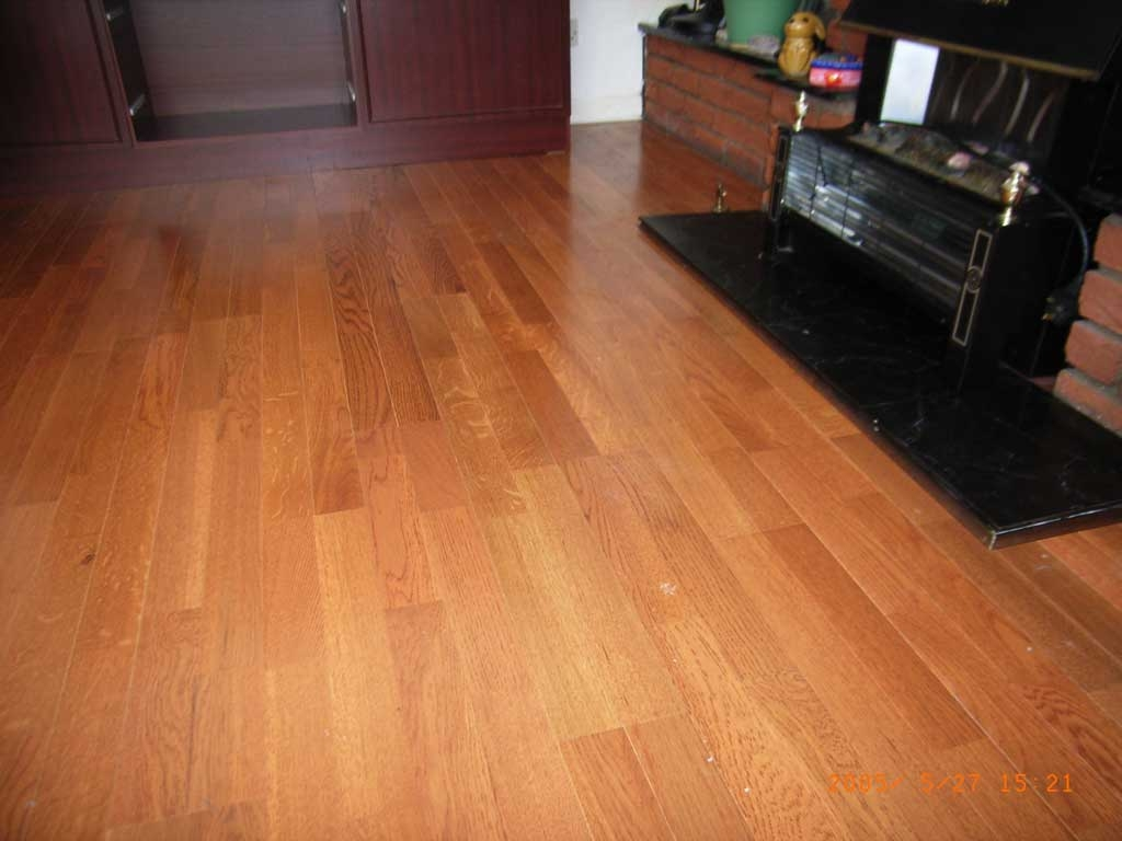 hardwood floor vs laminate for traditional home interior design with
