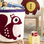 maroon-squirell-storage-bin-by-3-sprouts-with-purple-line-color-for-toys-and-stuffs-near-kids-table-and-chair-with-wooden-floor-and-grey-carpet