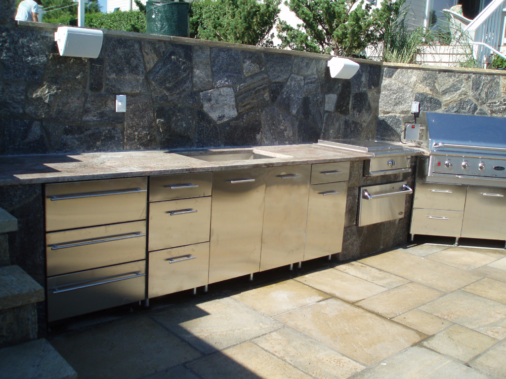 Outdoor kitchen layout how to welcome the christmas for Outdoor grill cabinet plans