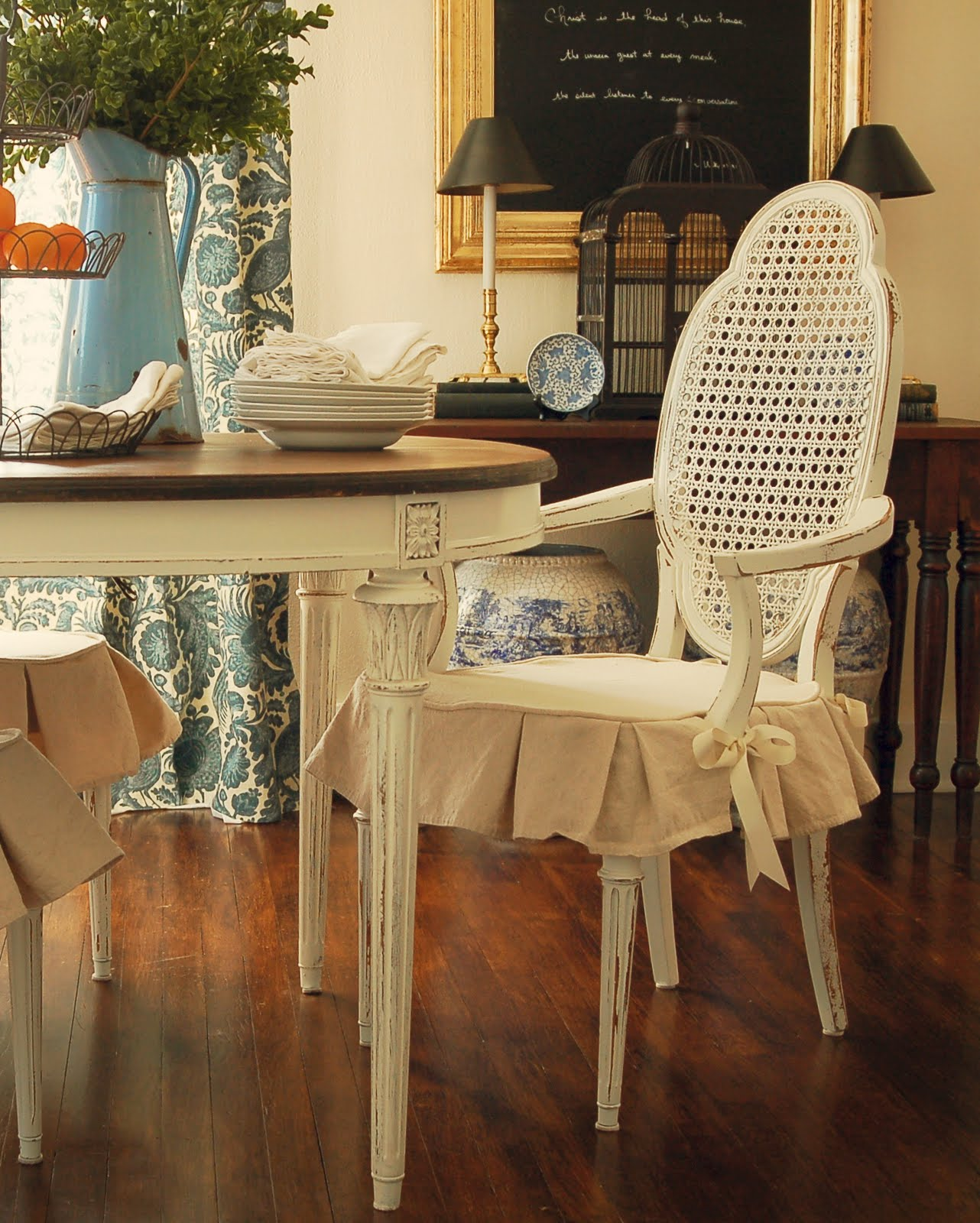 Shabby Chic Dining Room Ideas With Vintage Chairs Adorned Slipcovers For