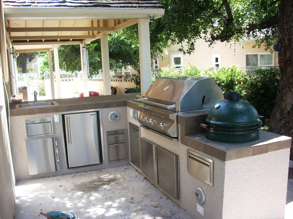 Outdoor kitchen layout how to welcome the christmas Outdoor kitchen ideas