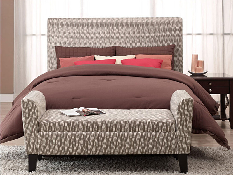 Adorning Bedroom with Bed Ottoman Bench | HomesFeed