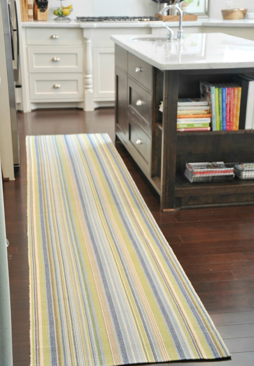 Some vintage and stylish kitchen mat and rug ideas homesfeed - Yellow kitchen floor mats ...