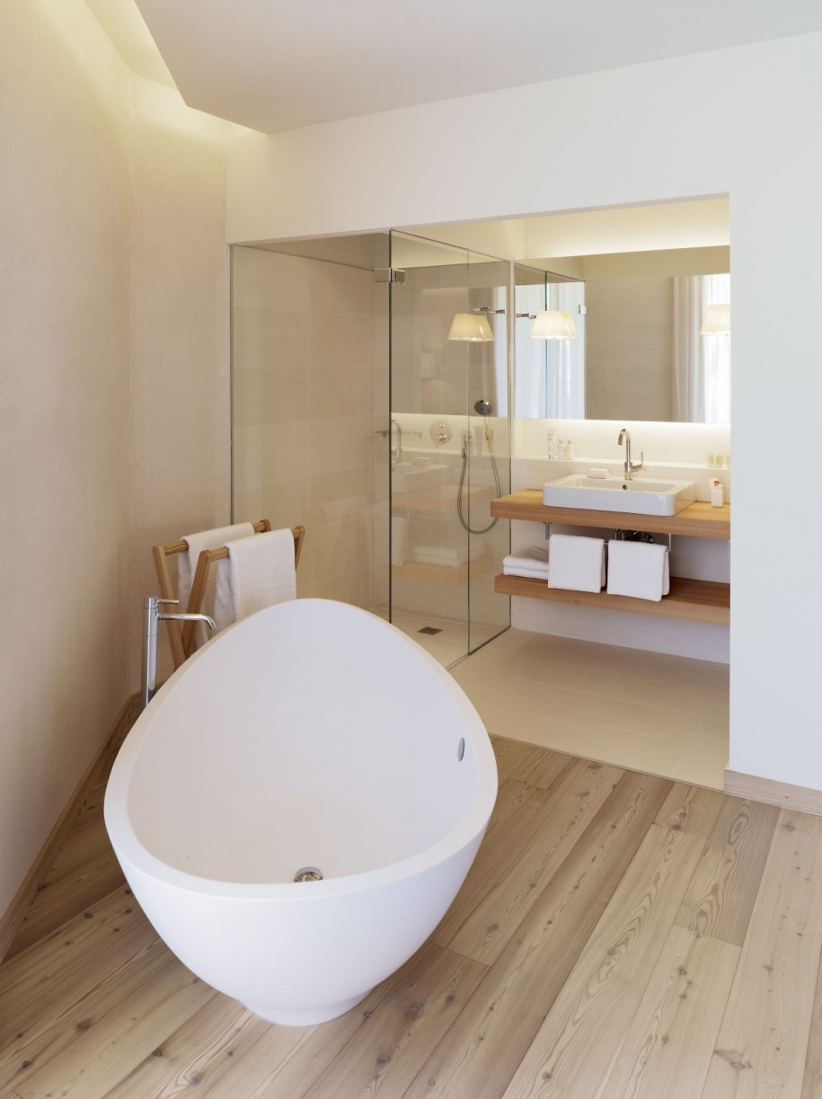 Stunning Wooden Abthroom Design With Luxurious Freestanding Tub And Walk In  Shower