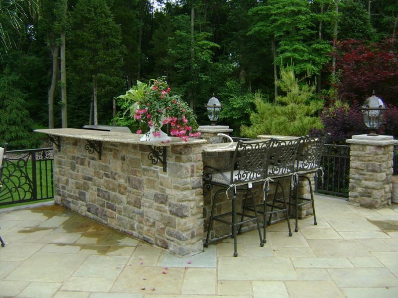 Outdoor kitchen layout how to welcome the christmas for Outdoor stone kitchen designs