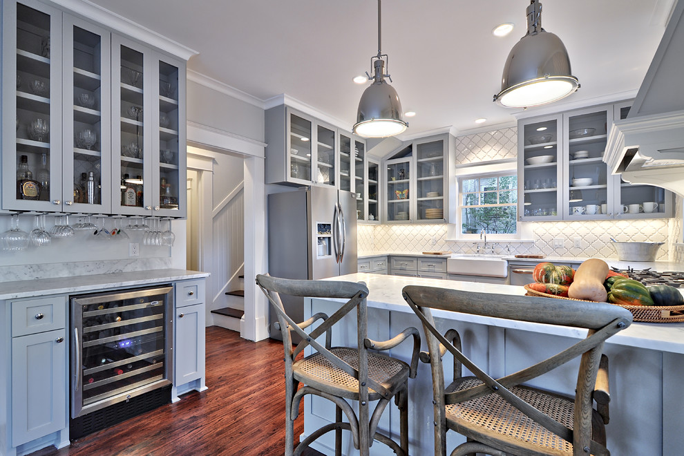 Traditional Kitchen Decorating Ideas With Wooden Kitchen Cabinets Plus  Beveled Arabesque Tile For Backsplash And Kitchen
