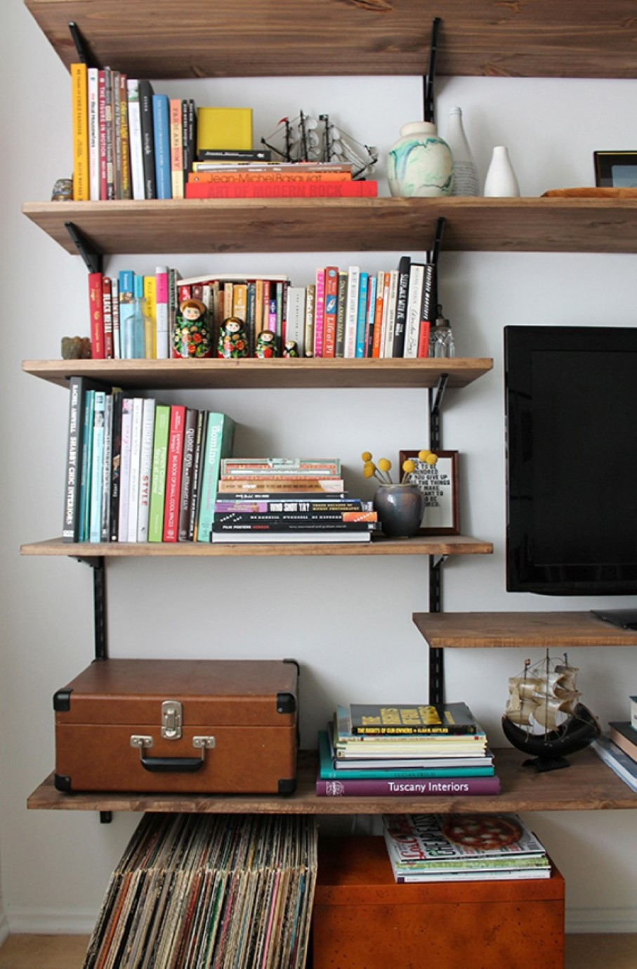 Go creative with diy wall shelves in your interior homesfeed for Easy diy shelves