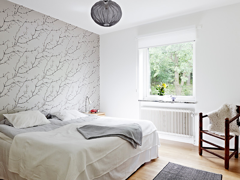 Bedroom with Wallpaper Accent Wall that You Must Have | HomesFeed