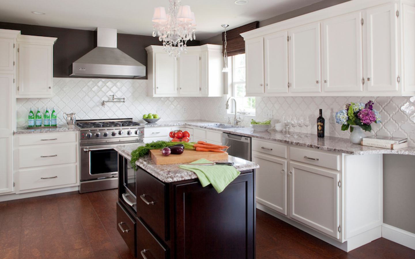 Create thrilling ambience in your kitchen with beveled for White kitchen backsplash pictures