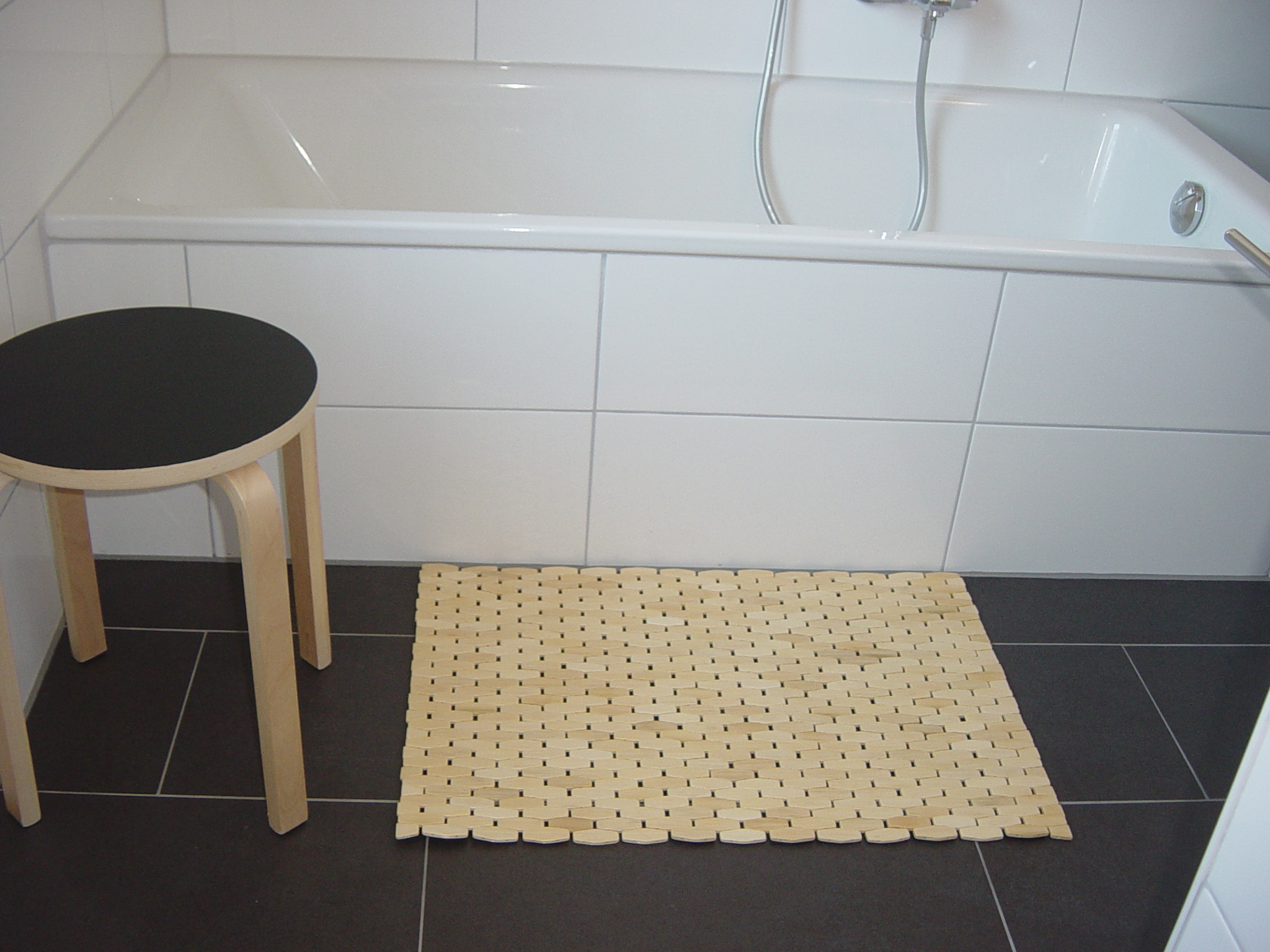 Bamboo Shower Mat: The Point Pluses | HomesFeed