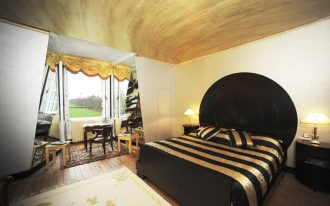 Black bedding idea with glossy gold stripes