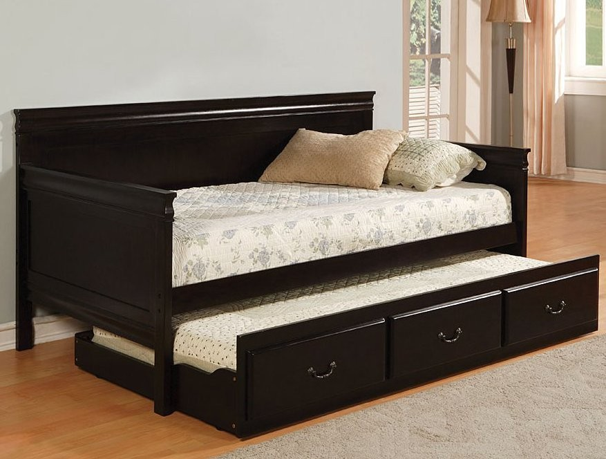 Full daybed with trundle designs and pictures homesfeed Daybeds with storage