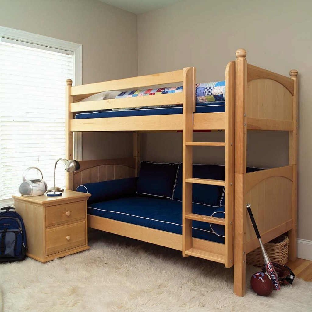 Good small bunk beds for toddlers homesfeed for Toddler bunk beds