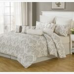 Classic pattern cal king bed comforter set