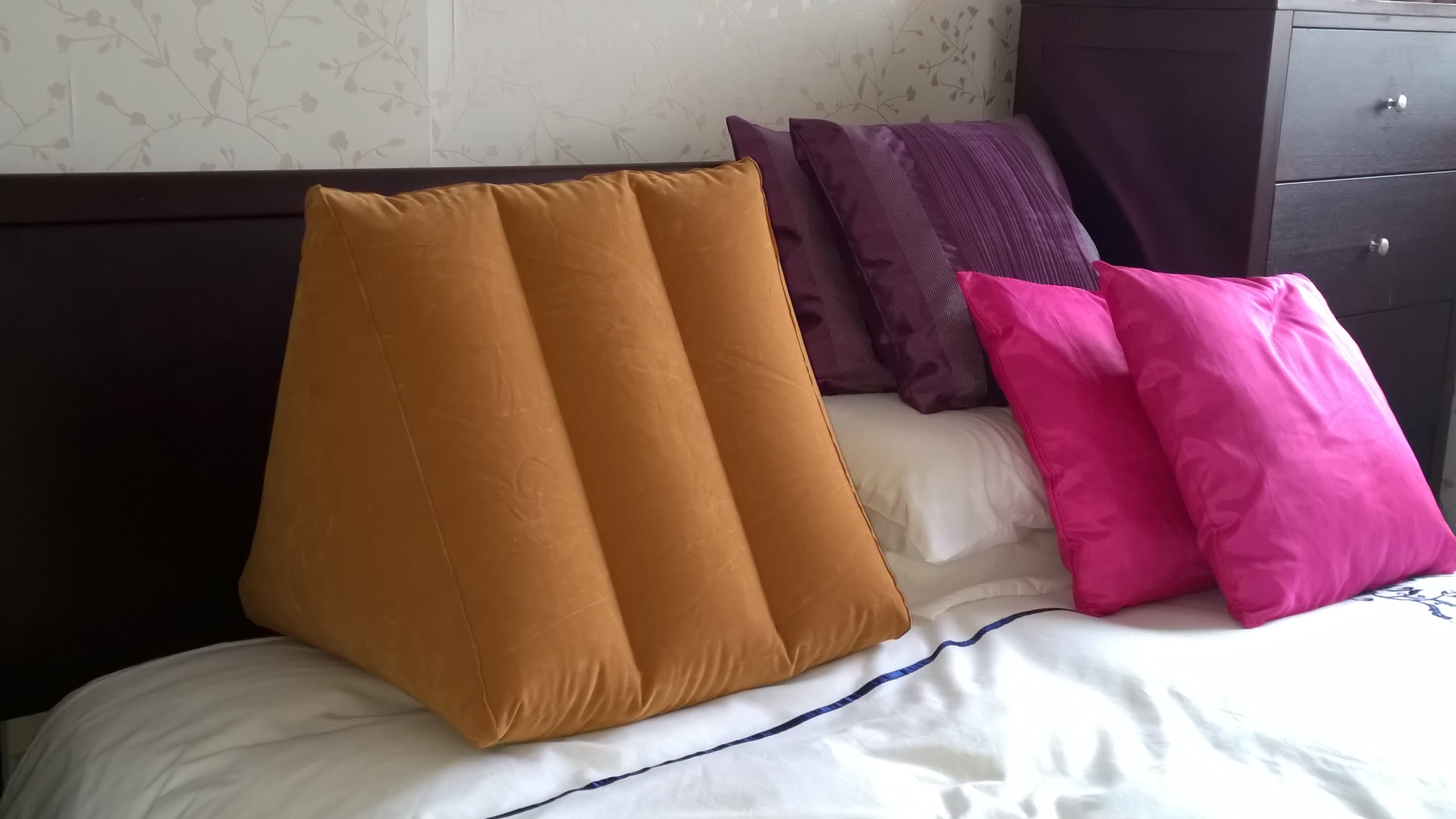 Sit Up In Bed Pillows 28 Images Bed Wedge 3 Sit Up
