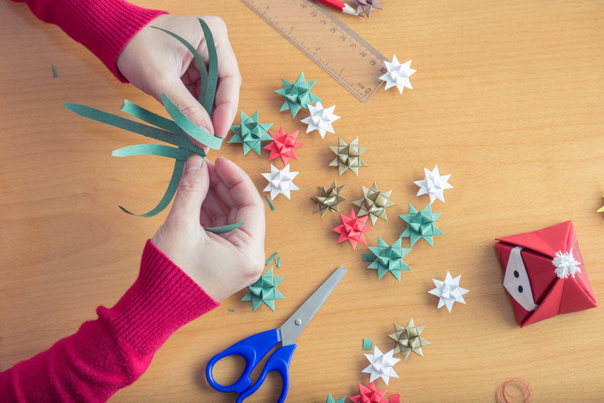 Creative christmas crafts to make at home homesfeed for Paper christmas decorations to make at home