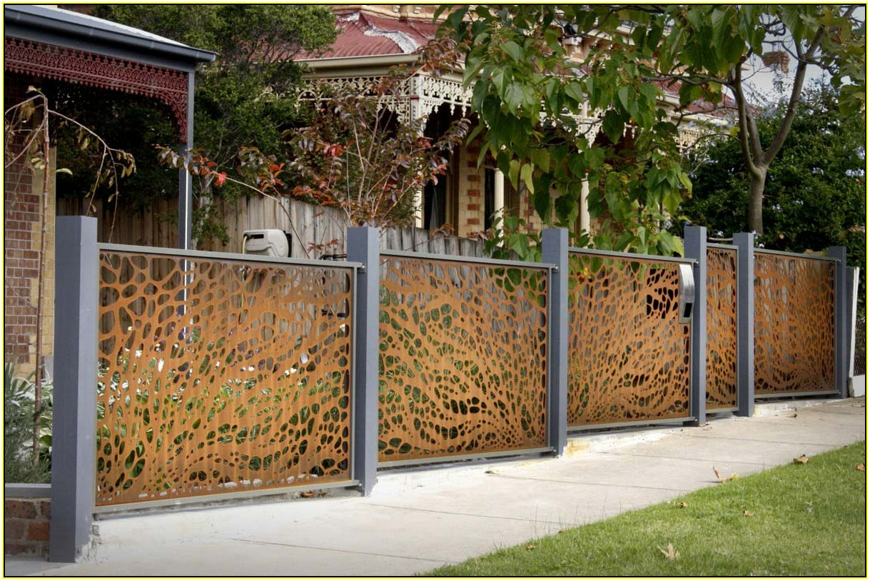 List of decorative fencing ideas homesfeed for Decorative fence ideas