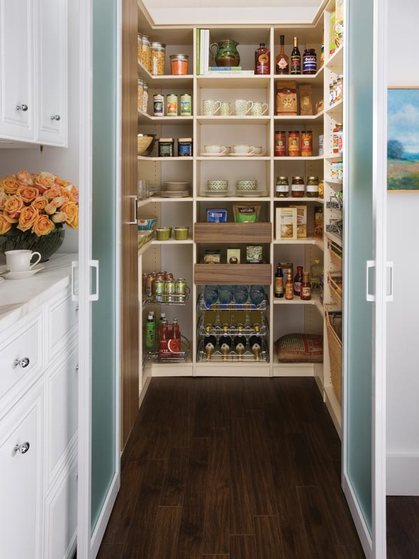 Good walk in pantry shelving systems homesfeed for Walk in pantry design