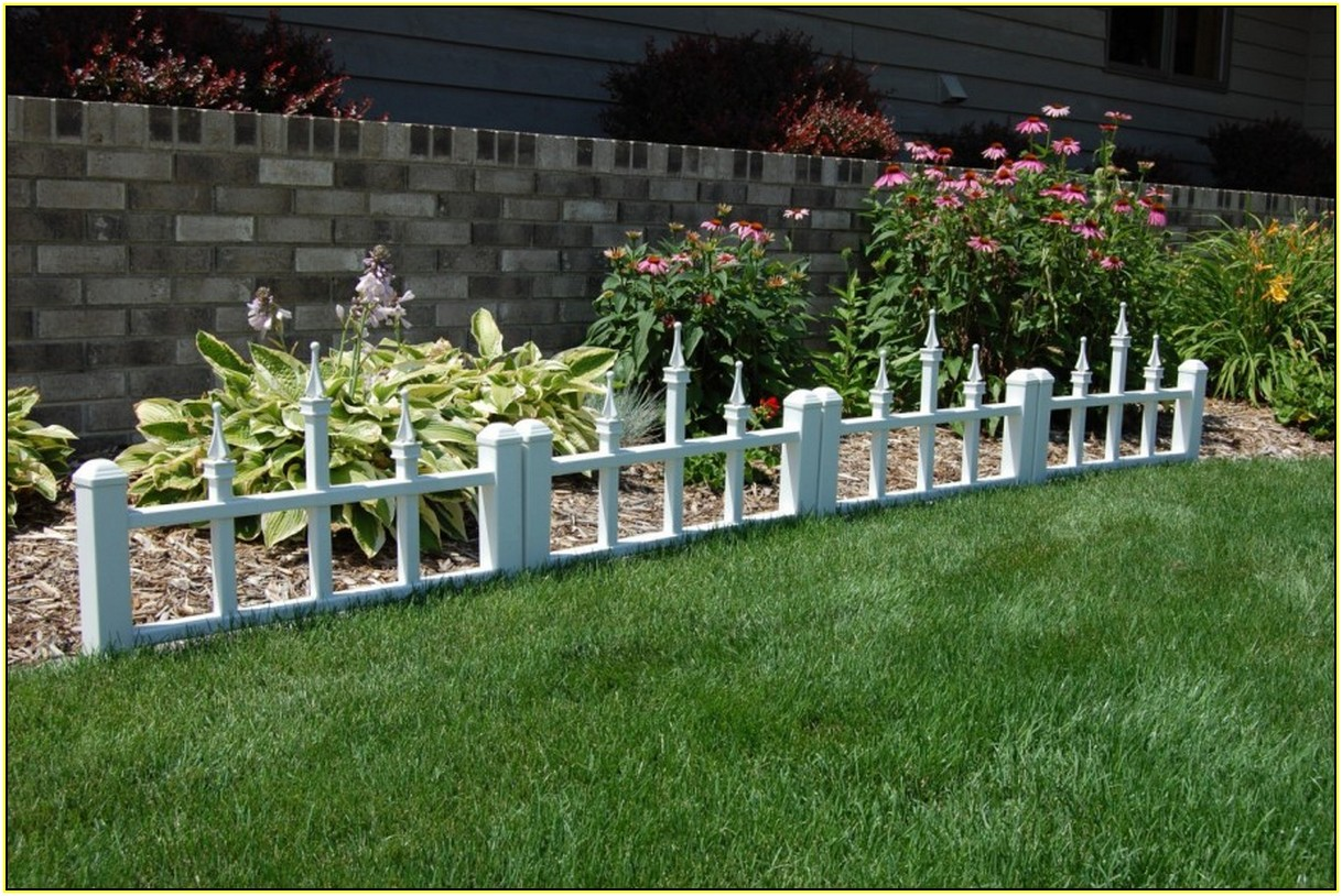 List of decorative fencing ideas homesfeed for Garden fence decorations
