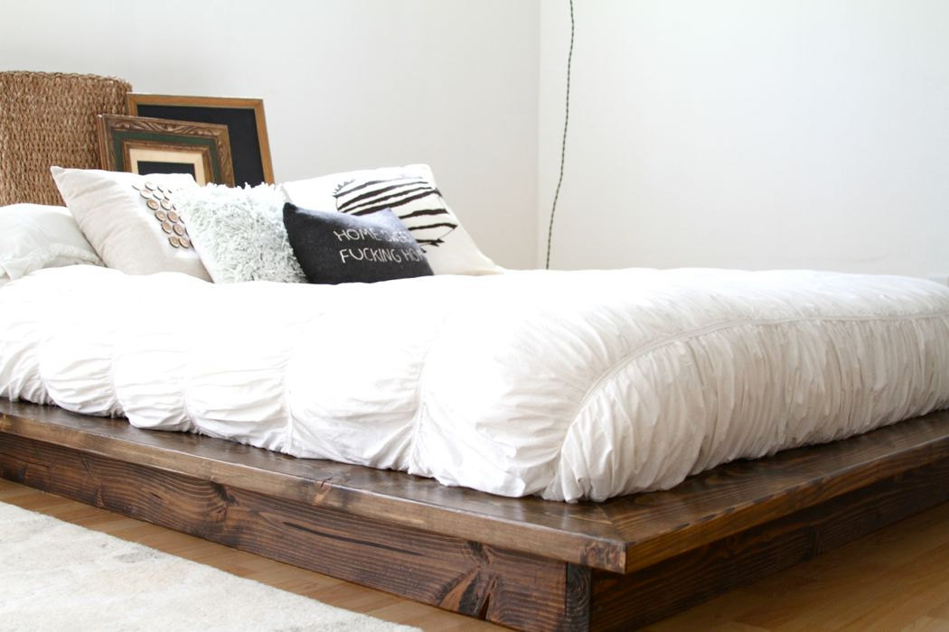 Minimalist platform bed designs and pictures homesfeed for Pedestal bed