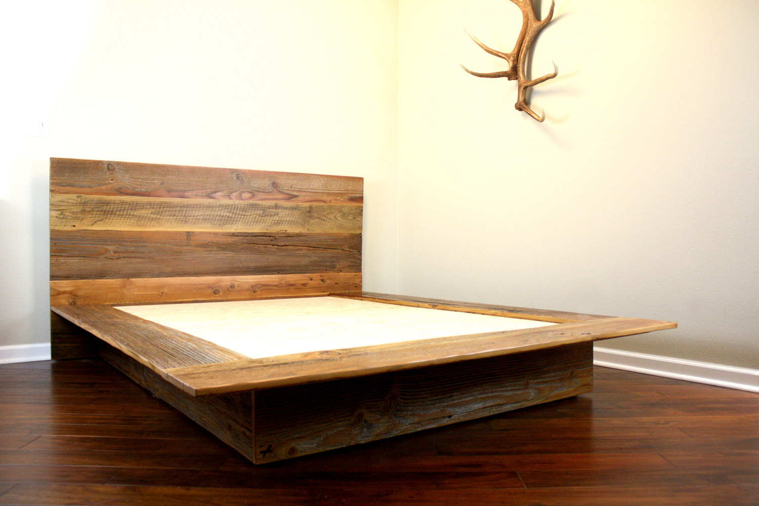 Minimalist Platform Bed: Designs and Pictures – HomesFeed