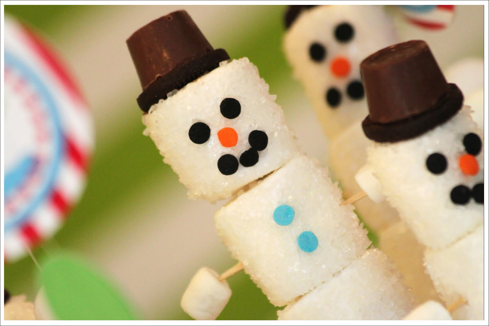 Thousands of wonderful art and craft ideas to do with kids that are fun, easy, and enjoyable for grown-ups too! You'll find crafts, art, activities, games, treats, and more for all holidays, seasons, and ages.