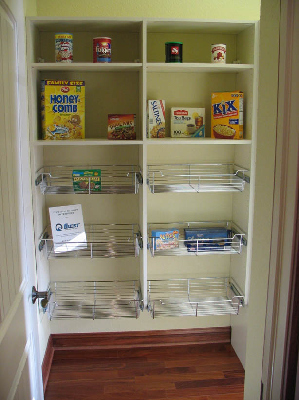 Good walk in pantry shelving systems homesfeed for Kitchen closet ideas