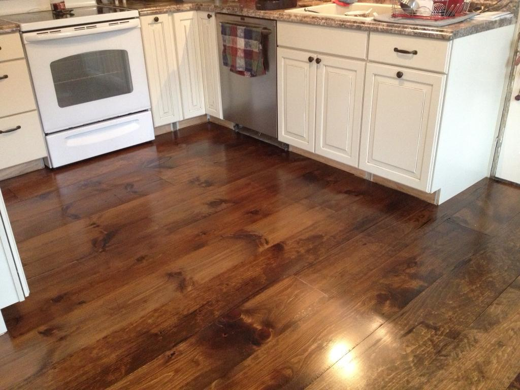 Awesome hardwood floor vs laminate homesfeed for Homes with hardwood floors