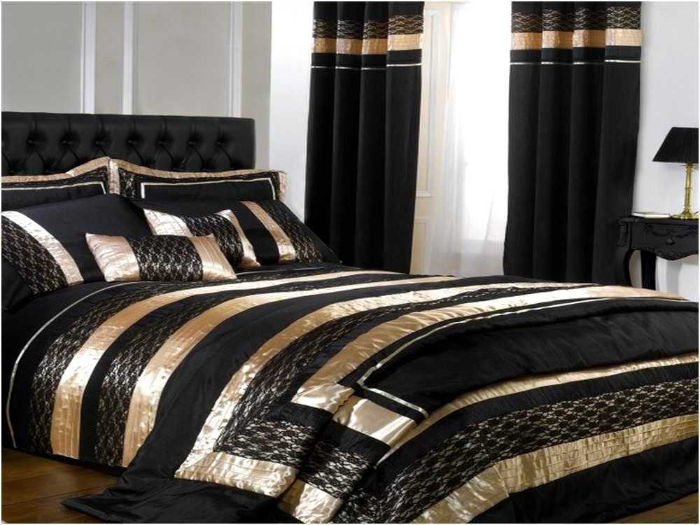 black and gold bedding sets for adding luxurious bedroom decors homesfeed. Black Bedroom Furniture Sets. Home Design Ideas