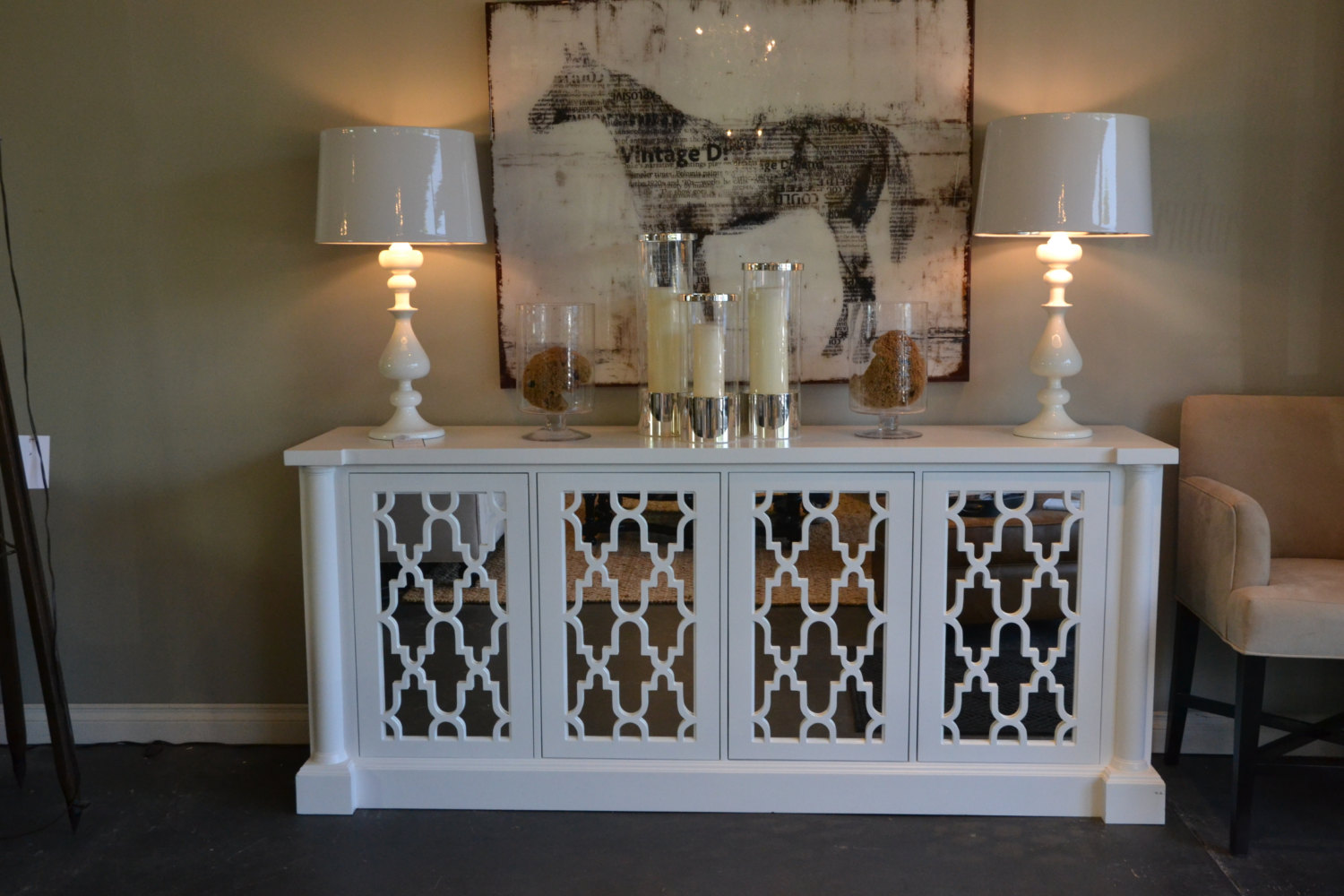 High Quality White Mirrored Media Console With Big Frame Candles And Double White Lamps