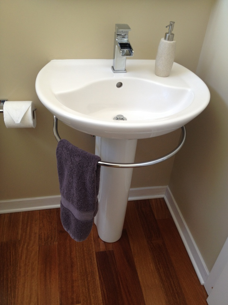 Modern Pedestal Sink With Towel Bar | HomesFeed
