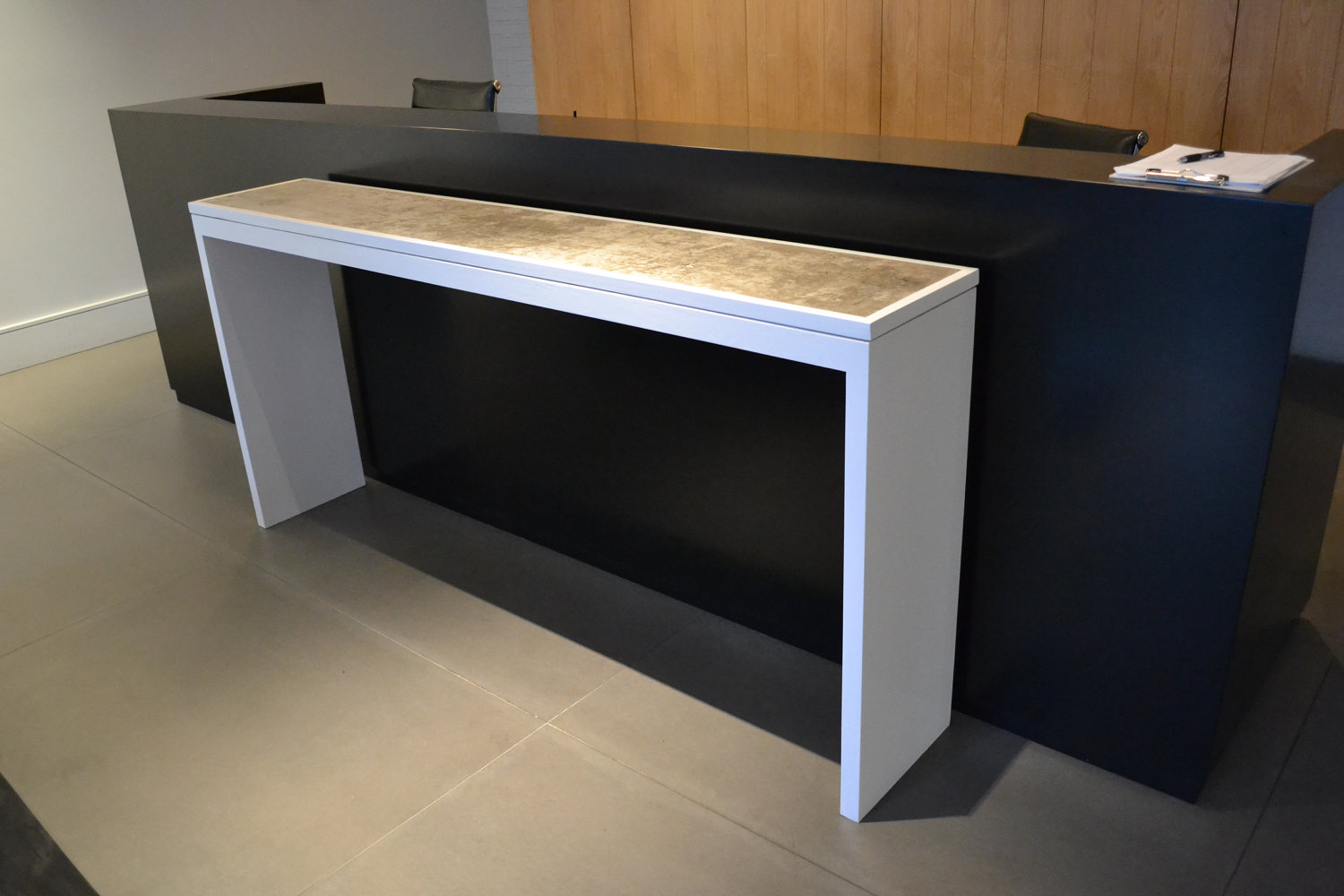 White Lacquer Console Table With Pallet Top Idea