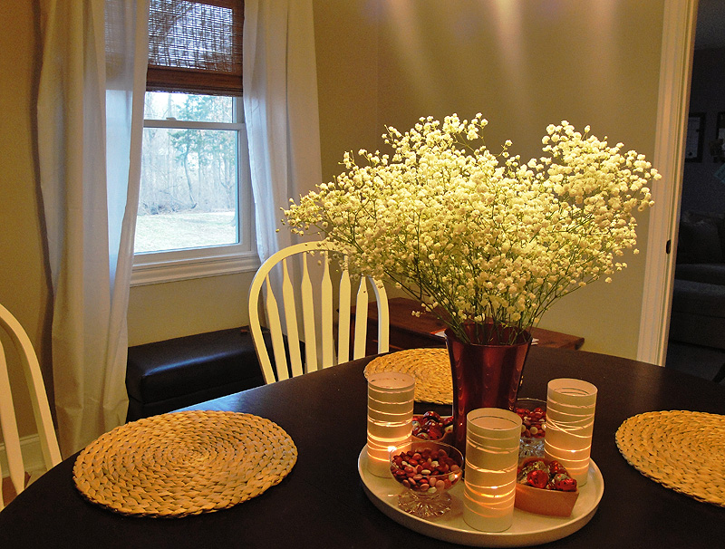 Beautiful centerpieces for dining room tables homesfeed for White centerpieces for dining room table