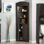 Dark Wooden Corner Linen Towel With Floral Frame And Glass Vase