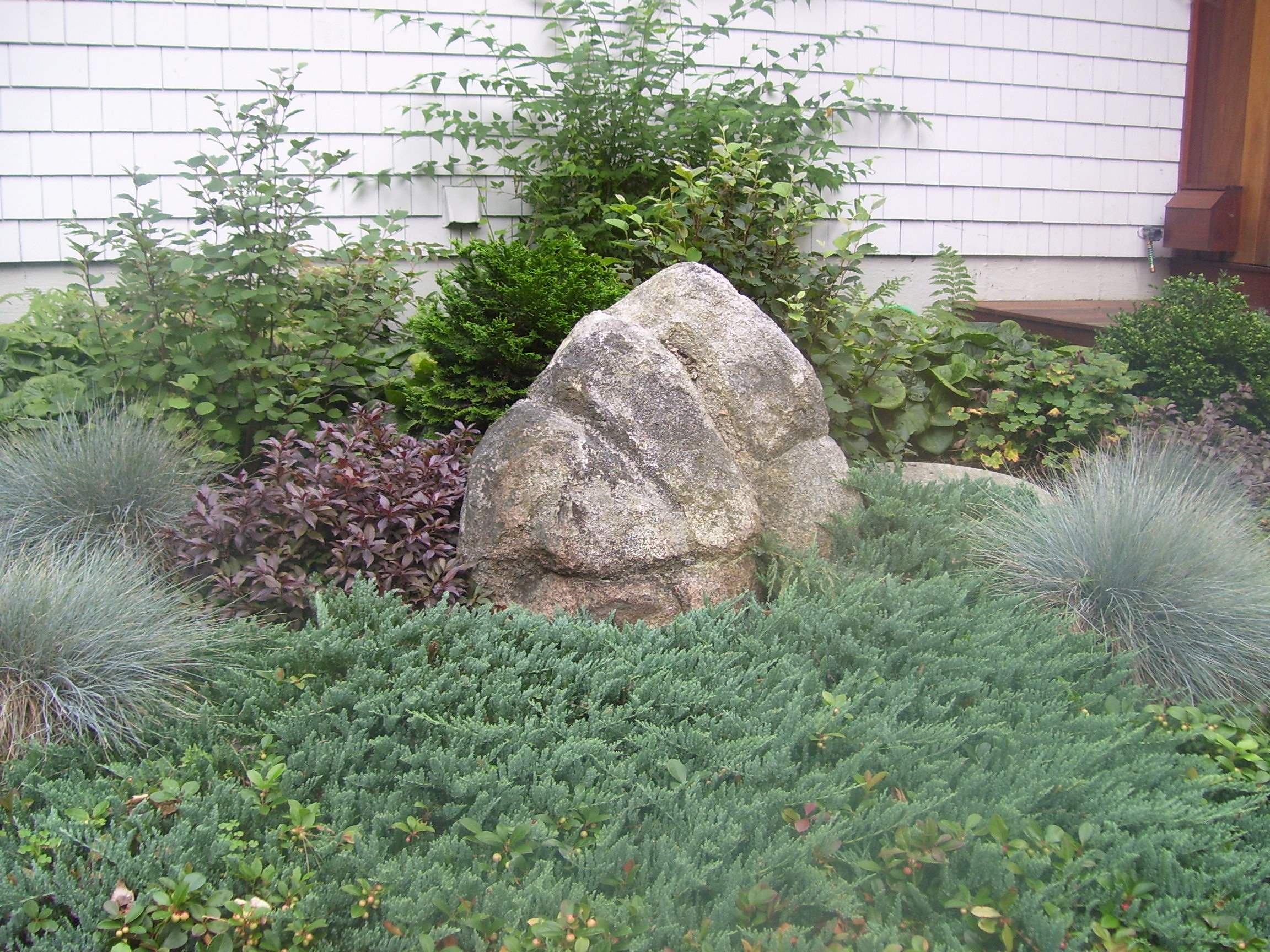 Large rocks for garden indy garden show the way decor for Large decorative rocks for landscaping
