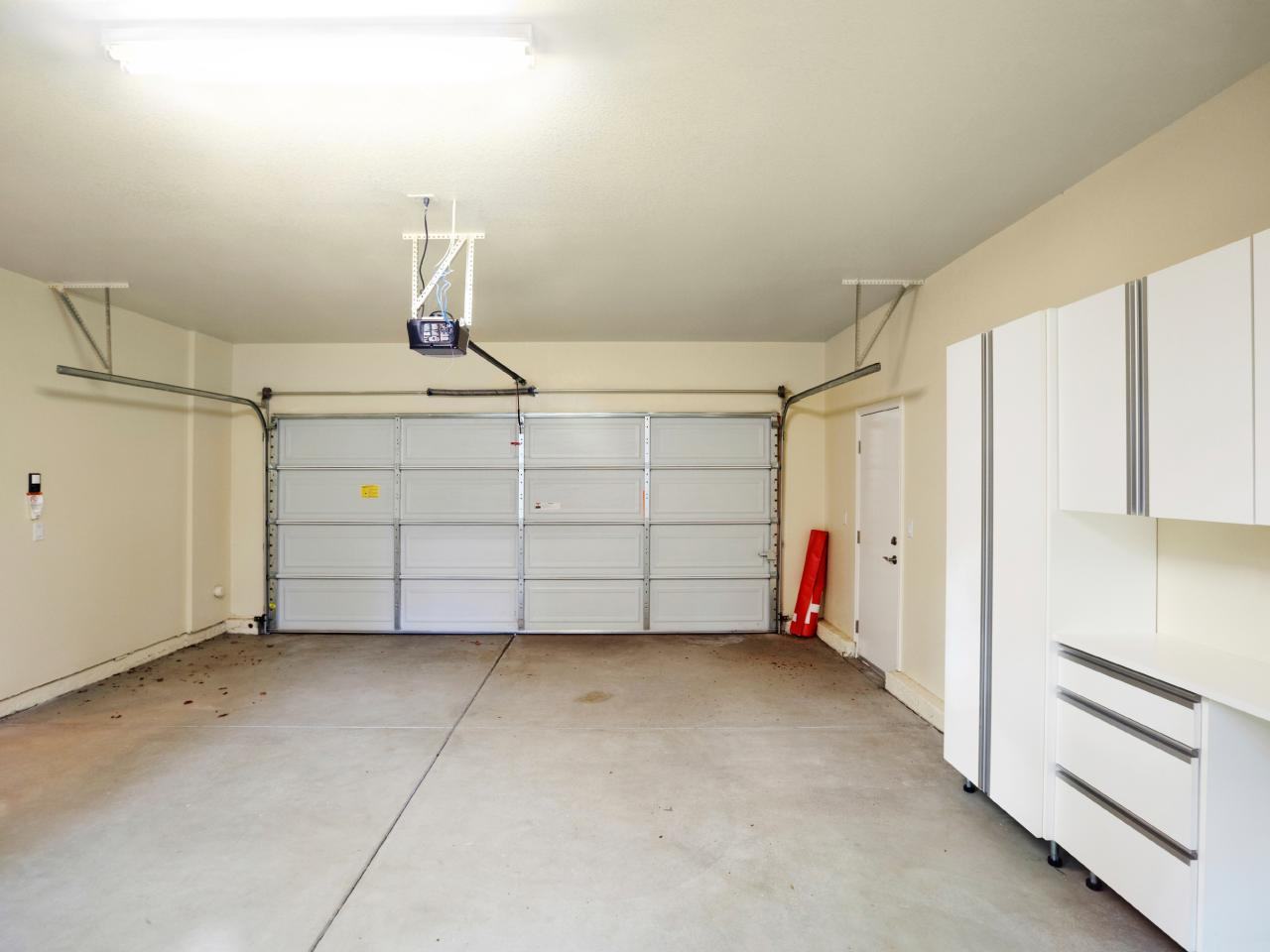 Best garage finishing ideas homesfeed for Garage interior