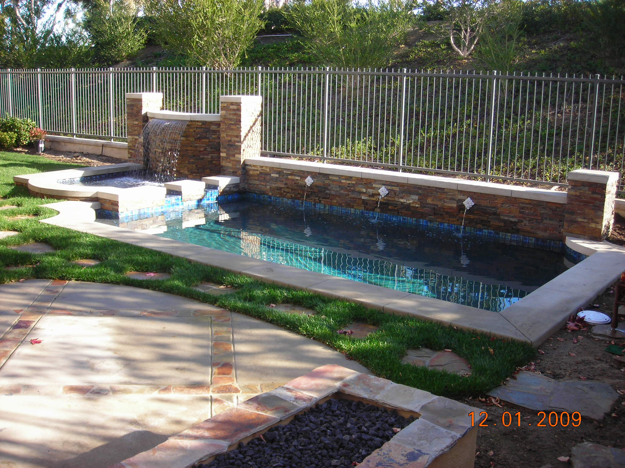 Building a natural swimming pool - Small Square Swimming Pools