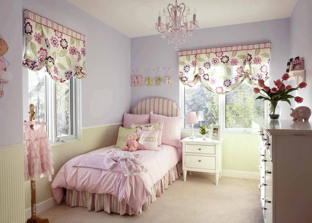Pretty pink chandelier for girls room homesfeed - Images of girls bedroom ...
