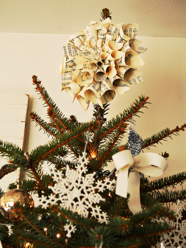 Unique christmas tree toppers homesfeed Creative christmas trees to make