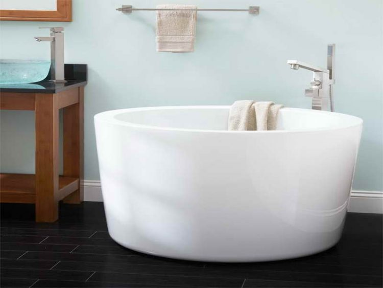 Small japanese soaking tub unique japanese soaking tub for Extra long soaking tub