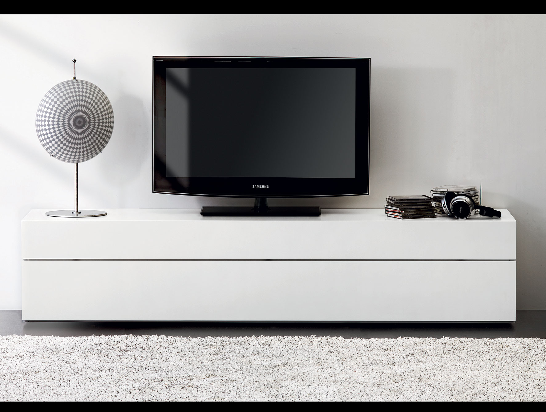 White lacquer media console homesfeed for Modern italian design