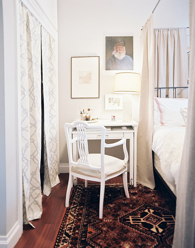 Small Desk For Bedroom. White Small Bedroom Desks On Stylish Rug And Cool Bed Simple  HomesFeed