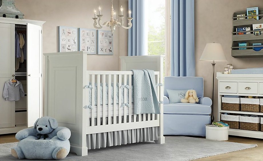 Charmant Babyboy Nursery Theme Idea In White A White Baby Crib A Corner Nursery  Chair A White
