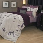 Reversible bedcover in gray and dominant purple