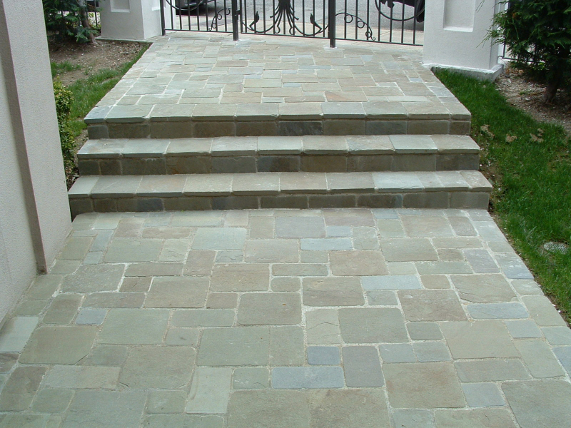 Blue stone pavers review homesfeed for Blue stone flooring