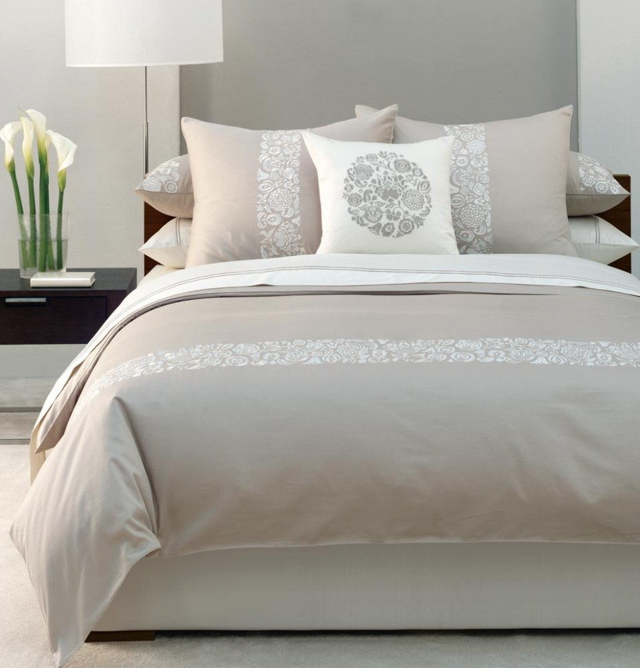 Cozy And Luxurious Beige White Bedding Set Product With Motifs