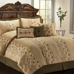 Gold and green bedding set with floral motifs