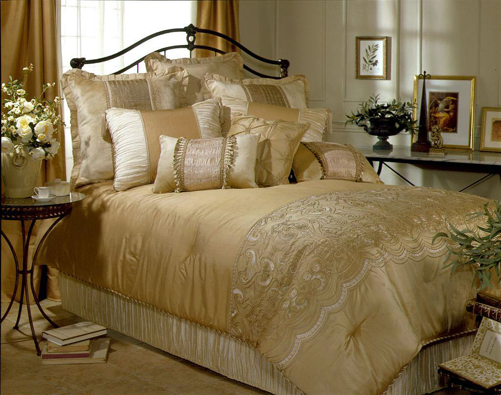 Contemporary luxury bedding set ideas homesfeed for Home designs comforter